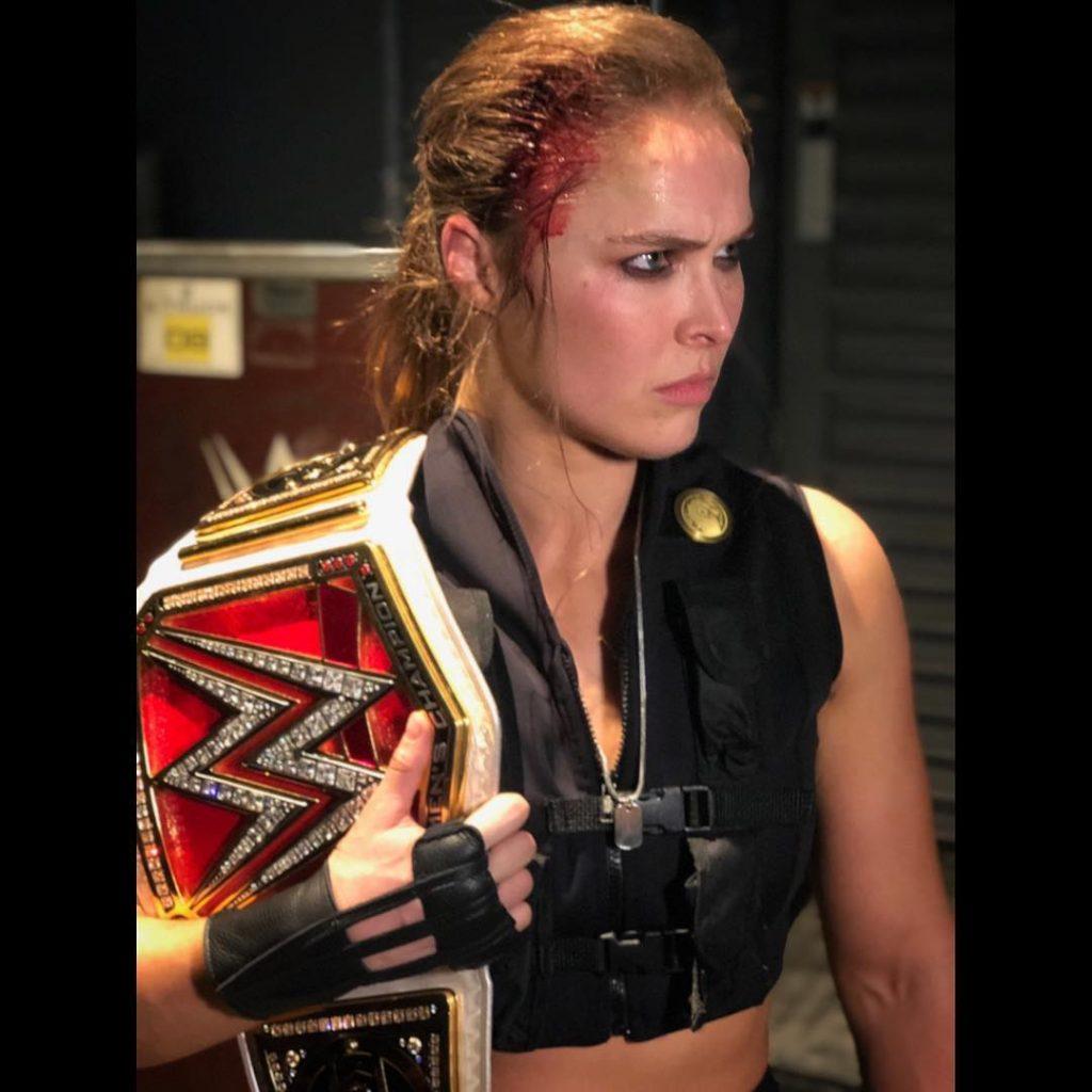 Ronda Rousey se rompe un dedo en 911