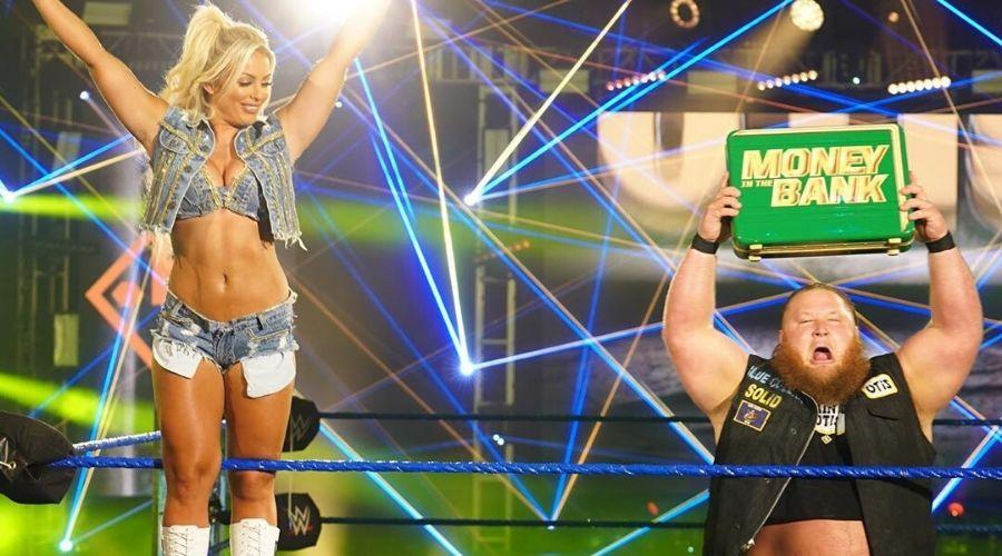 Mandy Rose junto a Otis en SmackDown