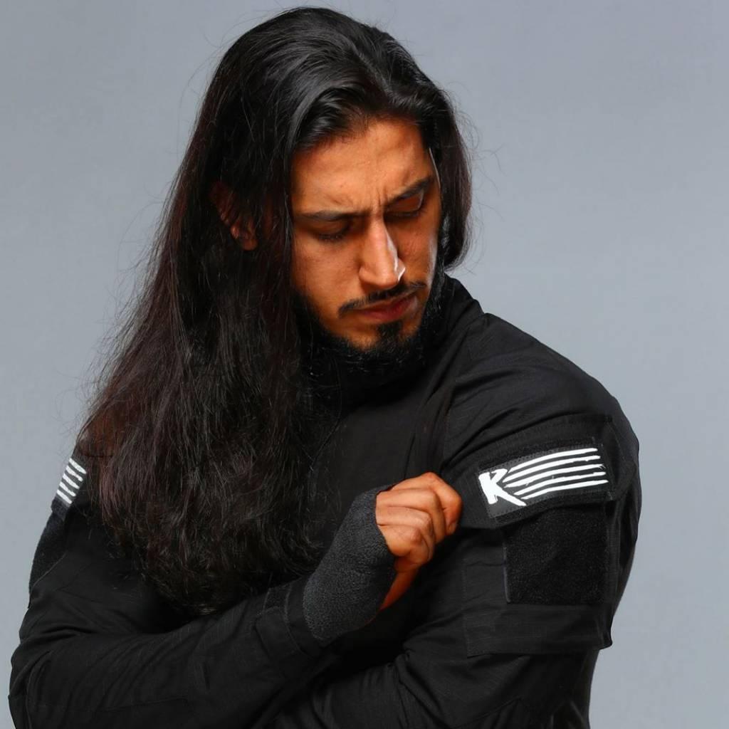 Mustafa Ali dato contrato Triple H