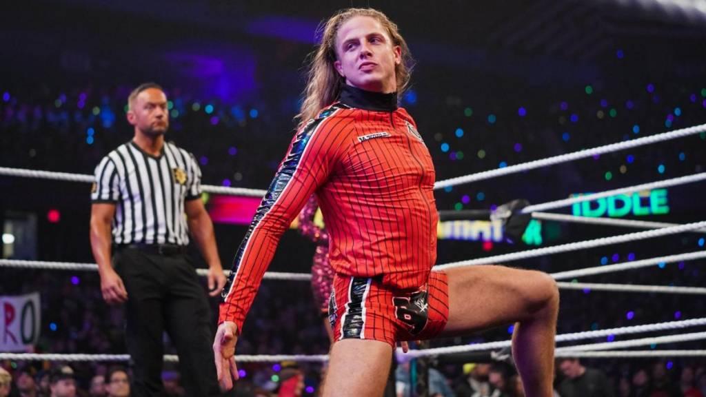 Riddle y cuánto le pagará WWE tras renovación contrato