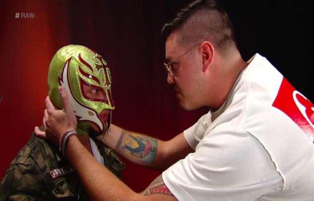 Rey Mysterio y Dominik son objeto de burlas superestrella WWE