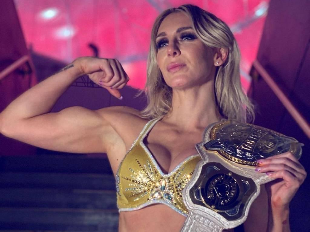 Andrade reacciona comentario Charlotte Flair WWE