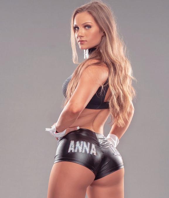 Anna Jay recuperación cirugía