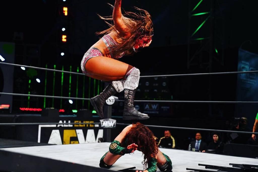 Britt Baker iracundo mensaje Mick Foley AEW