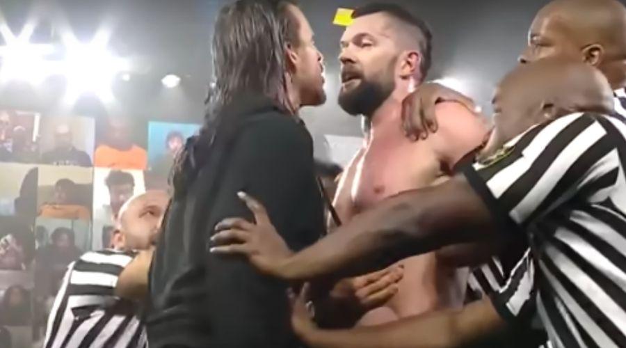 Agarrón Finn Bálor Adam Cole NXT 03 de marzo de 2021