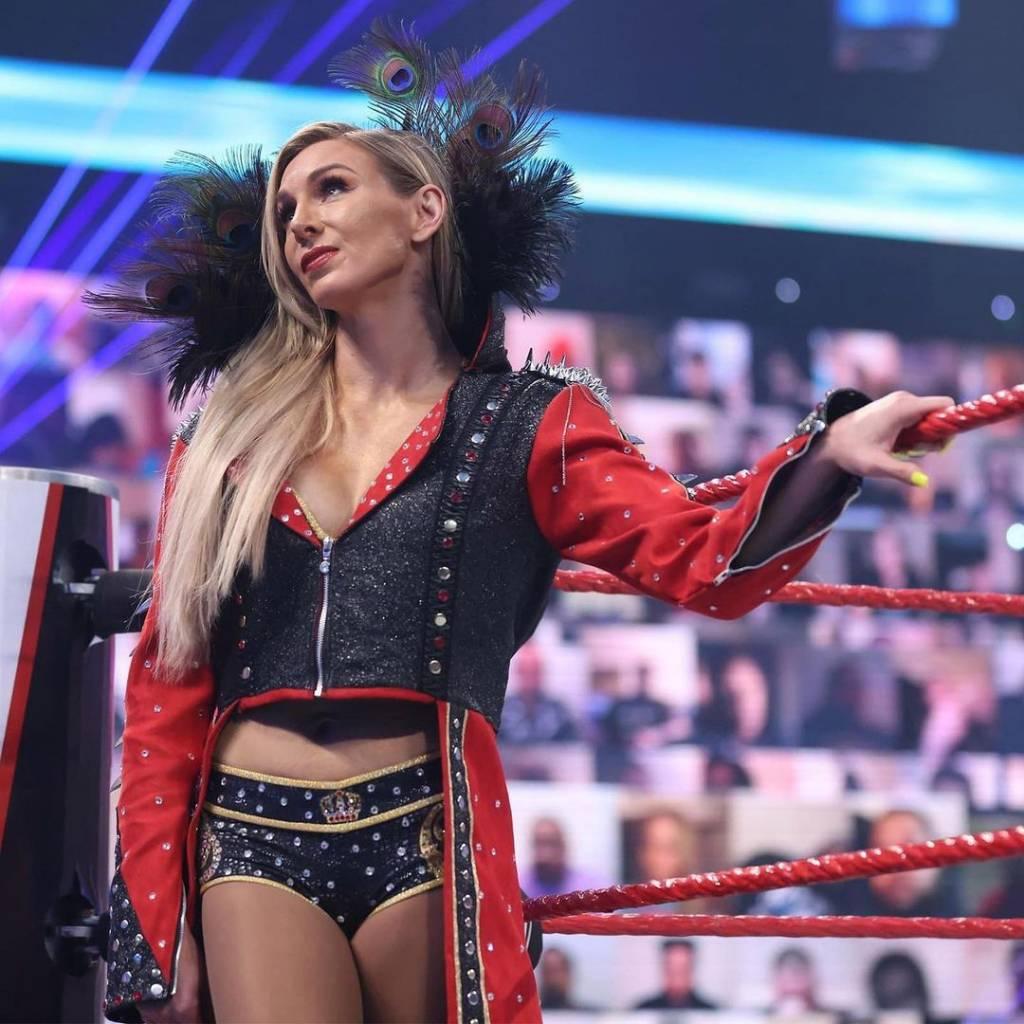 Charlotte Flair consejo Rhea Ripley WWE Raw