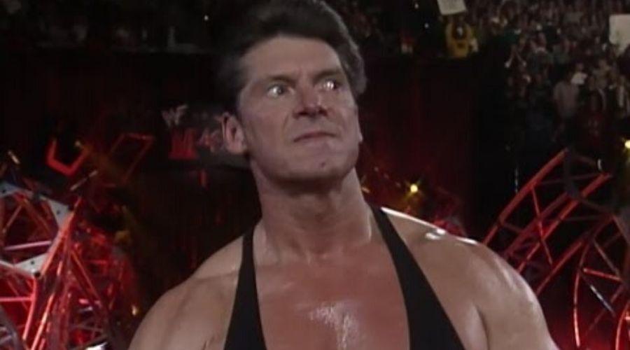 Vince McMahon enfurece estornuden
