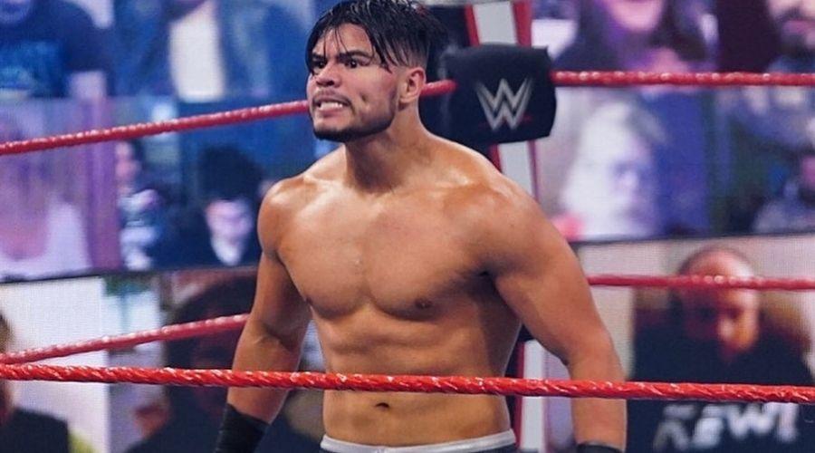 Humberto Carrillo estado lesión combate Sheamus Raw