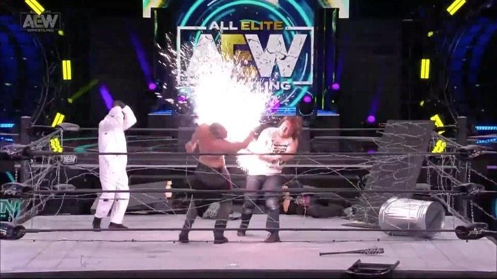 Tony Khan no pagó explosión fallida AEW Revolution 2021