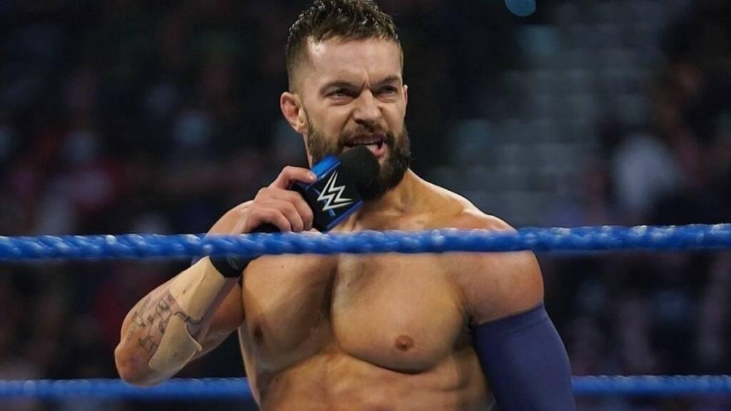 Finn Bálor vence a Corbin y es atacado por Roman Reigns